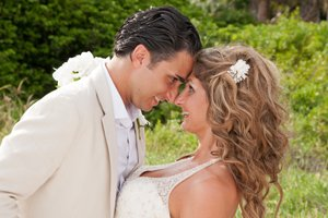 romantic wedding couple photograph on sanibel island beach