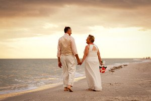 couple celebrate their vow renewal on sanibel island