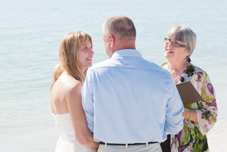 beach wedding ceremony on sanibel isl<script type=
