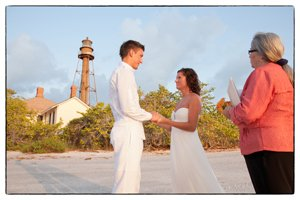 wedding couple at sanibel lighthouse ceremony